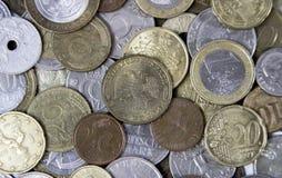 Viele verschiedenen Metallmünzen, die auf einander legen Stockfoto
