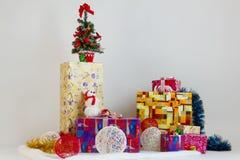 Viele Weihnachtsgeschenke Stockbilder