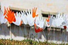 Viele wellenartig bewegenden abstrakten Handzeichen oder -flaggen Lizenzfreie Stockfotos