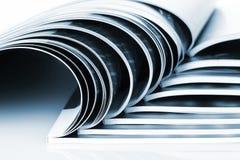 Viele Zeitschriften stockfotos
