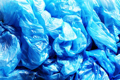Viele zerknitterten blauen Plastiktaschen Lizenzfreie Stockfotos