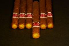 Viele Zigarren auf dem Tisch Stockfoto