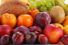 Vielzahl der Früchte mit Tropfen des Wassers Stockfotografie