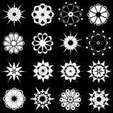 Vielzahl der Schwarzweiss-Blumenauslegungen vektor abbildung