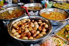 Vielzahl der siamesischen Nahrung im Markt Lizenzfreie Stockbilder