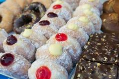 Vielzahl des Donuts und des Kuchens Lizenzfreie Stockbilder