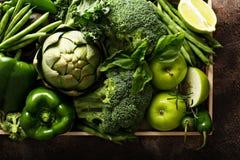 Vielzahl des grünen Gemüses und der Früchte stockfoto