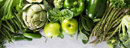 Vielzahl des grünen Gemüses und der Früchte lizenzfreie stockbilder