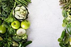 Vielzahl des grünen Gemüses und der Früchte lizenzfreie stockfotografie