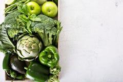 Vielzahl des grünen Gemüses und der Früchte stockbild