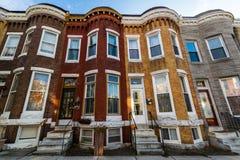 Vielzahl von bunten Reihen-Häusern in Hampden, Baltimore Maryland Stockbilder