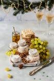 Vielzahl von französischen Käsen in Dusty Pantry stockfotografie