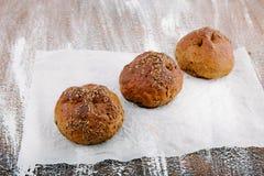 Vielzahl von kleinen Broten mit Samen Stockbild