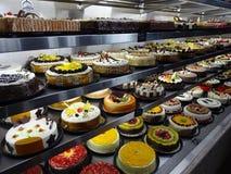 Vielzahl von Kuchen an einer mexikanischen Konditorei lizenzfreies stockbild