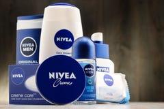 Vielzahl von Nivea-Produkten einschließlich Creme und Seife Lizenzfreie Stockbilder