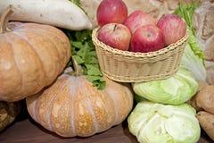 Vielzahl von Obst und Gemüse von Lizenzfreie Stockfotografie
