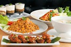 Vielzahl von thailändischen Lebensmittel-Tellern Lizenzfreies Stockfoto