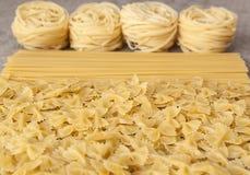 Vielzahlarten und Formen von italienischen Teigwaren Stockfotografie