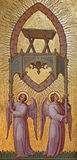 Viena - ángeles con el pesebre de Josef Kastner 1906 - 1911 en la iglesia de Carmelites Imagen de archivo