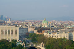 VIENA, ÁUSTRIA - 29 de abril de 2017: Opinião do amanhecer do parque da cidade de Stadtpark Viena do balcão de Hilton Vienna Imagens de Stock Royalty Free