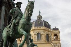 Viena/Áustria - 4 de abril de 2018: tiro parcial do monumento em t imagem de stock
