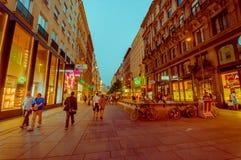 Viena, Áustria - 11 de agosto de 2015: A área de passeio do aroundSingerstrasse como a noite ajusta-se dentro, arquitetura bonita Fotos de Stock Royalty Free