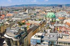 VIENA, AUSTRIA - 2 DE AGOSTO DE 2014: Vista aérea de Viena según lo visto de la catedral de Stephan del santo (Stephansdom) Fotos de archivo