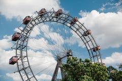 Viena, Austria 5 de junio de 2018: Ferris Wheel famoso del parque de Viena Prater llamó Wurstelprater fotografía de archivo libre de regalías