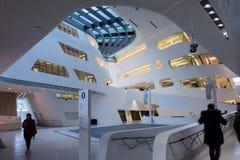 Viena/Austria/12 de noviembre de 2017: Interior param?trico del edificio de biblioteca de Zaha Hadids en Viena imagen de archivo