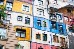 VIENA, AUSTRIA - 18 DE OCTUBRE DE 2015: Hundertwasser Haus en Vienn Fotos de archivo libres de regalías