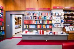 VIENA, AUSTRIA - 19 DE OCTUBRE DE 2015: Interior de la librería Manz i Foto de archivo libre de regalías