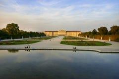 Viena, Austria - 25 de septiembre de 2013: Palacio y jardines de Schonbrunn La residencia imperial anterior del verano El palacio imagen de archivo