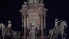 Viena, Austria monumento a la emperatriz Maria Theresa en el centro en la noche 4k almacen de metraje de vídeo