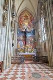 Viena - capela da cruz na catedral do St. Stephens. fotografia de stock royalty free