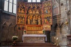 Viena - el altar gótico de las alas de Neustädter de la salchicha de Frankfurt a partir del año 1447 en el cubo lateral de la cate Imágenes de archivo libres de regalías