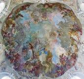 Viena - fresco da suposição de Mary santamente da cúpula da igreja barroco Maria Treu do ano 1752 - 1753 por Franz Anton Maulbert imagem de stock royalty free