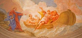 Viena - fresco de la pesca del milagro del techo en vestíbulo de la iglesia barroca o de Peterskirche de San Pedro Imágenes de archivo libres de regalías