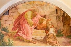 Viena - o retorno da cena pródigo do filho por Josef Kastner o mais velho de 20 centavo na igreja de Erloserkirche Fotos de Stock Royalty Free