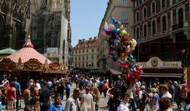 A Viena quadrada de St Stephen do festival de Kirtag maio imagens de stock