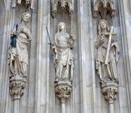 Viena - tres virtudes cardinales al oeste del portal de Minoriten gótico Fotografía de archivo
