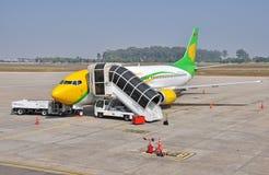 VIENGTIANE - 12月31日:在g的老挝人中央航空公司飞机停车处 免版税库存图片