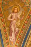 Vienna - affresco dell'angelo con lo strumento di musica dal vestibolo della chiesa del monastero a Klosterneuburg fotografia stock libera da diritti
