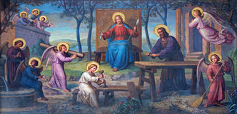 Vienna - affresco della famiglia santa in laboratorio da Josef Kastner dal 1906-1911 nella chiesa delle Carmelitane Fotografie Stock Libere da Diritti