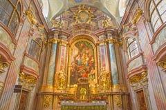Vienna - altare principale della chiesa della st Annes di barocco con la pittura da Daniel Gran Immagine Stock