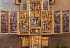 Vienna - altare scolpito gotico delle ali in chiesa dell'ordine o del Deutschordenkirche teutonico a partire dall'anno 1520 soprat Immagine Stock Libera da Diritti