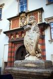 VIENNA, AUSTRIA - 4 AGOSTO 2013: Statua del leone al Palac reale Fotografia Stock