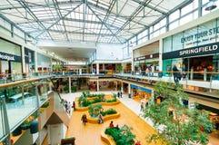 VIENNA, AUSTRIA - 21 APRILE 2016: Centro commerciale del centro di Danubio Fotografia Stock Libera da Diritti