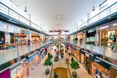 VIENNA, AUSTRIA - 21 APRILE 2016: Centro commerciale del centro di Danubio Fotografia Stock