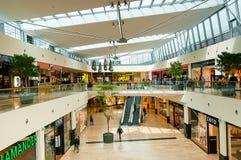 VIENNA, AUSTRIA - 21 APRILE 2016: Centro commerciale del centro di Danubio Fotografie Stock Libere da Diritti