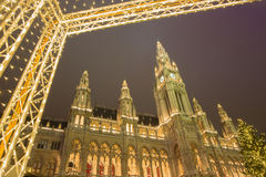 VIENNA, AUSTRIA - DECEMBER 19, 2014: The town-hall or Rathaus and christmas market on the Rathausplatz square Royalty Free Stock Photos